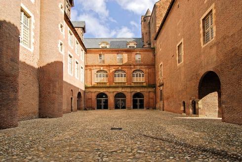 Palais de la Berbie, cour d'honneur