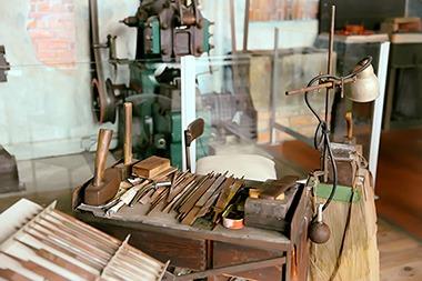 atelier-piqueur-de-rapes-equipement-de-louvrier-