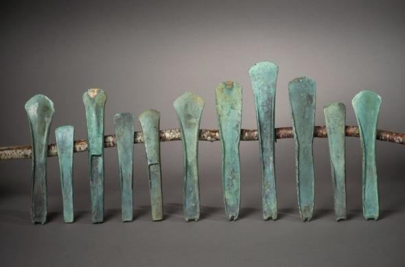 Lot de 11 haches en bronze