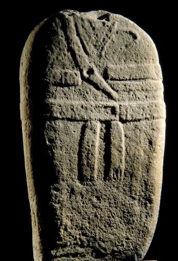 Statue-menhir, provenant de Pousthomy (1) (Cne de Saint-Sernin-sur-Rance)