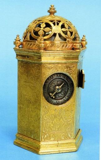 Horloge de table hexagonale, à décor floral