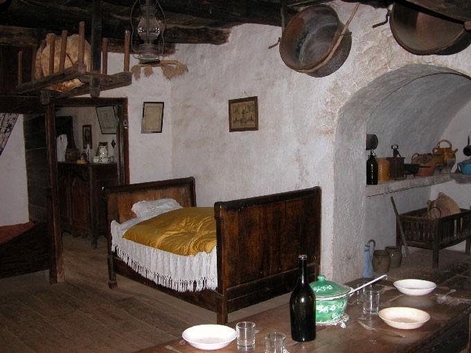 L'intérieur de la ferme du début XXe siècle – La pièce à vivre et la souillarde