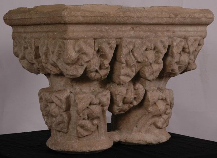 Lot de 3 chapiteaux de l'ancien cloître de Saint-Alain