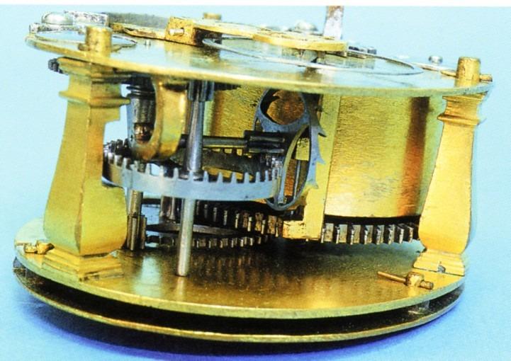 Petite horloge de table, ovale, à stackfreed