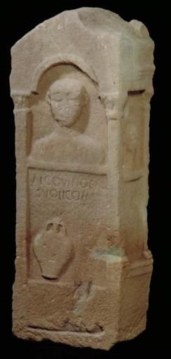 Stèle funéraire d'Alcovindus – Place de la Madeleine (Rodez)