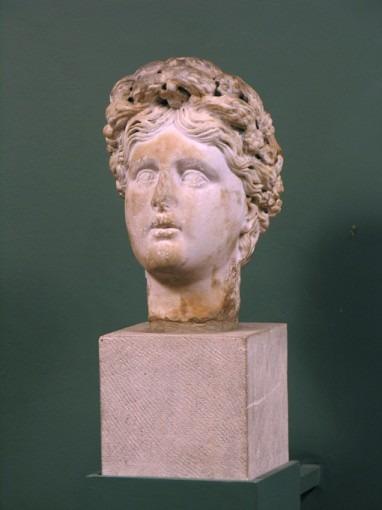 Tête de femme couronnée d'épis (Cérès)