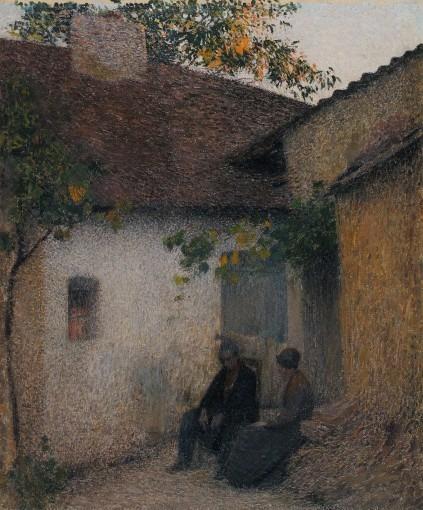 Couple en conversation devant la ferme